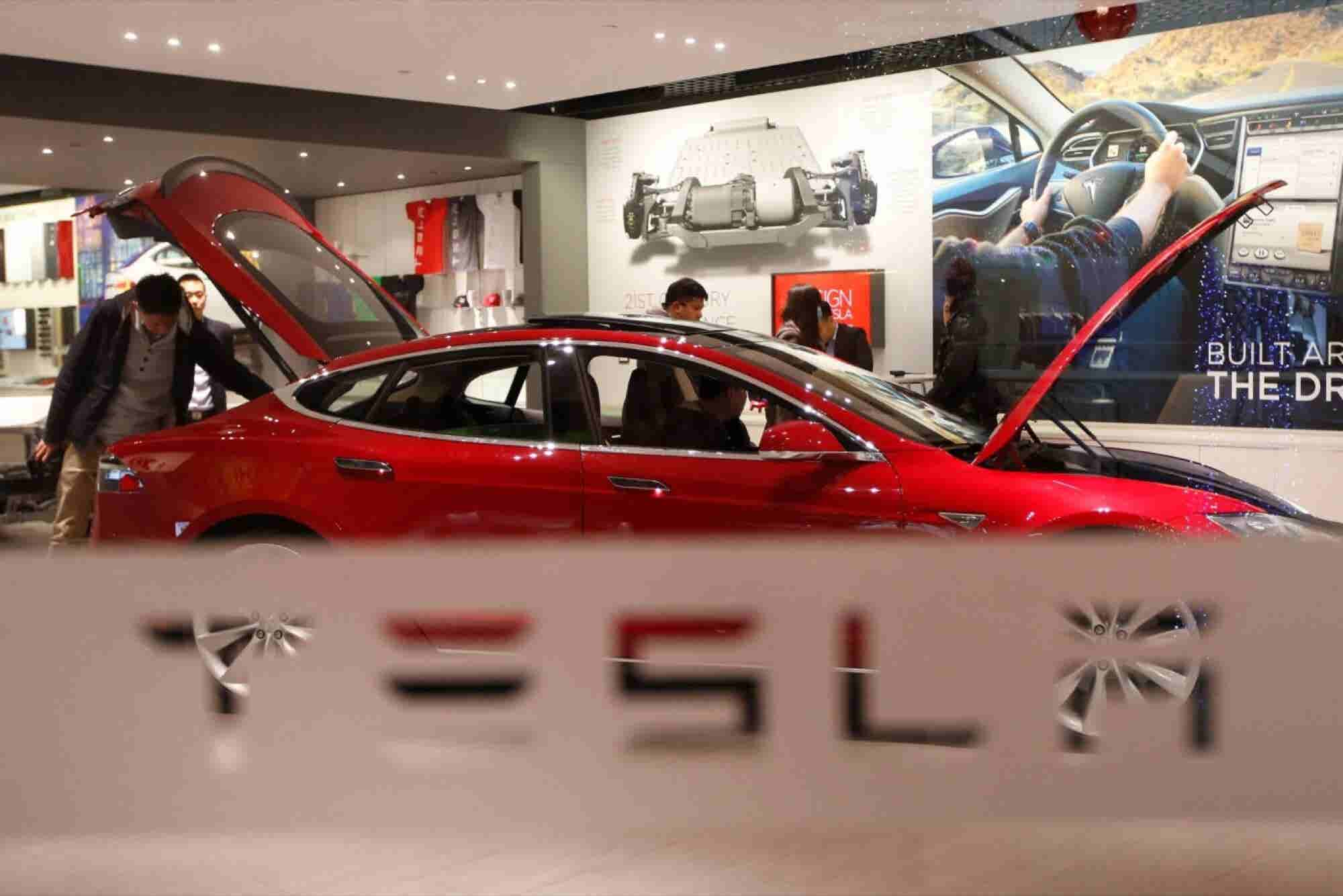 Tesla's Musk Says New Autopilot Likely Would Have Prevented Death