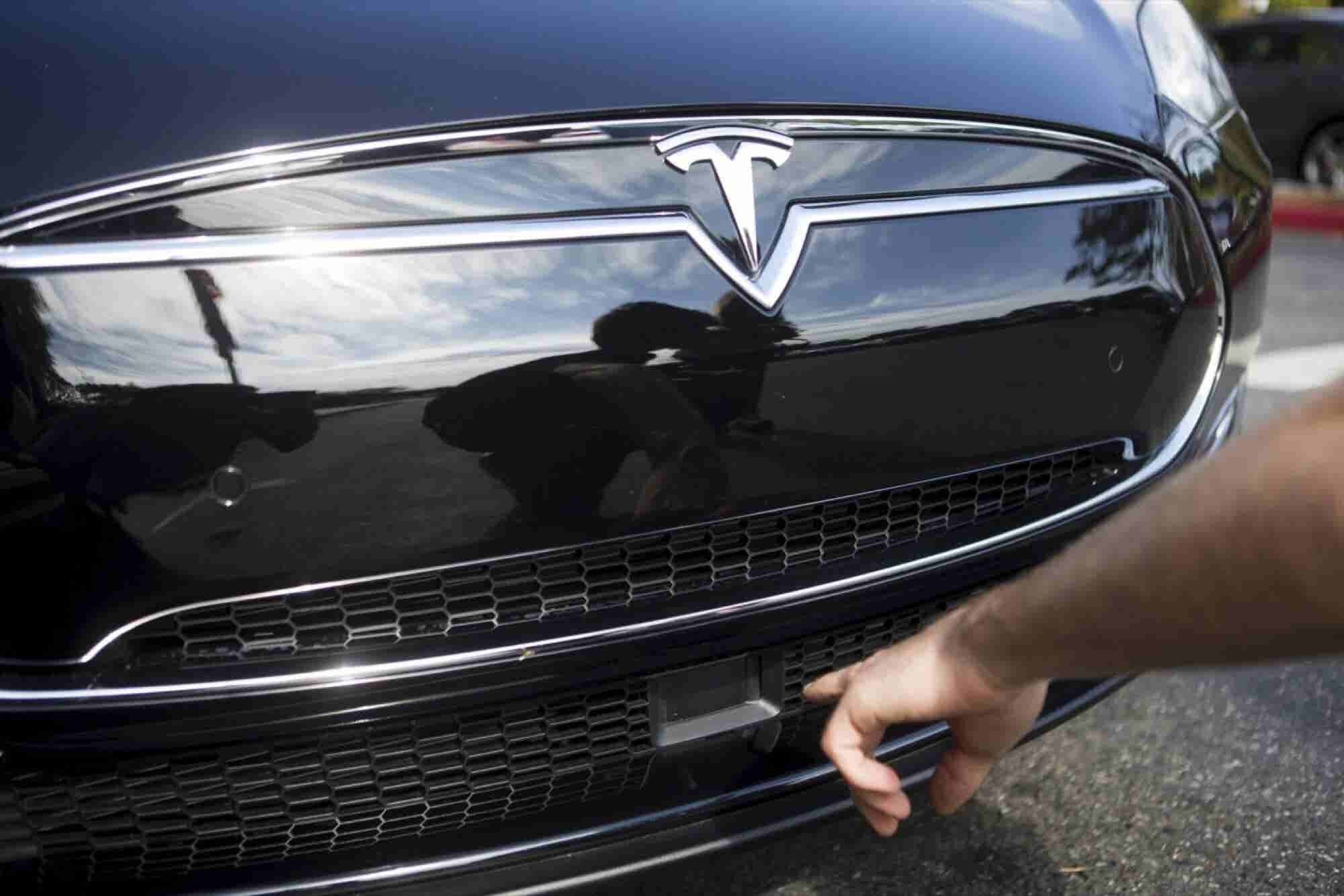 Tesla Was 'Pushing the Envelope in Terms of Safety,' Mobileye Claims