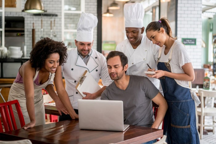 What Are a Management Student in a Restaurant's Tasks