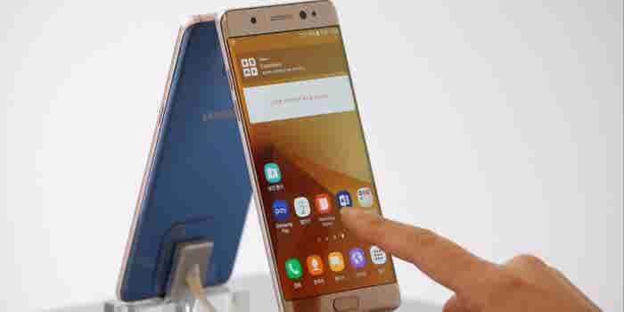 Replacement Samsung Note 7 Phone Emits Smoke on Plane