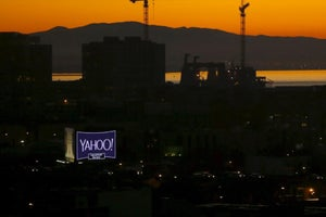 Lawsuit Claims Yahoo Job Reviews Discriminated Against Men