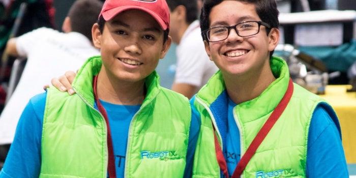 Los niños mexicanos que hacen robots con piezas de lego