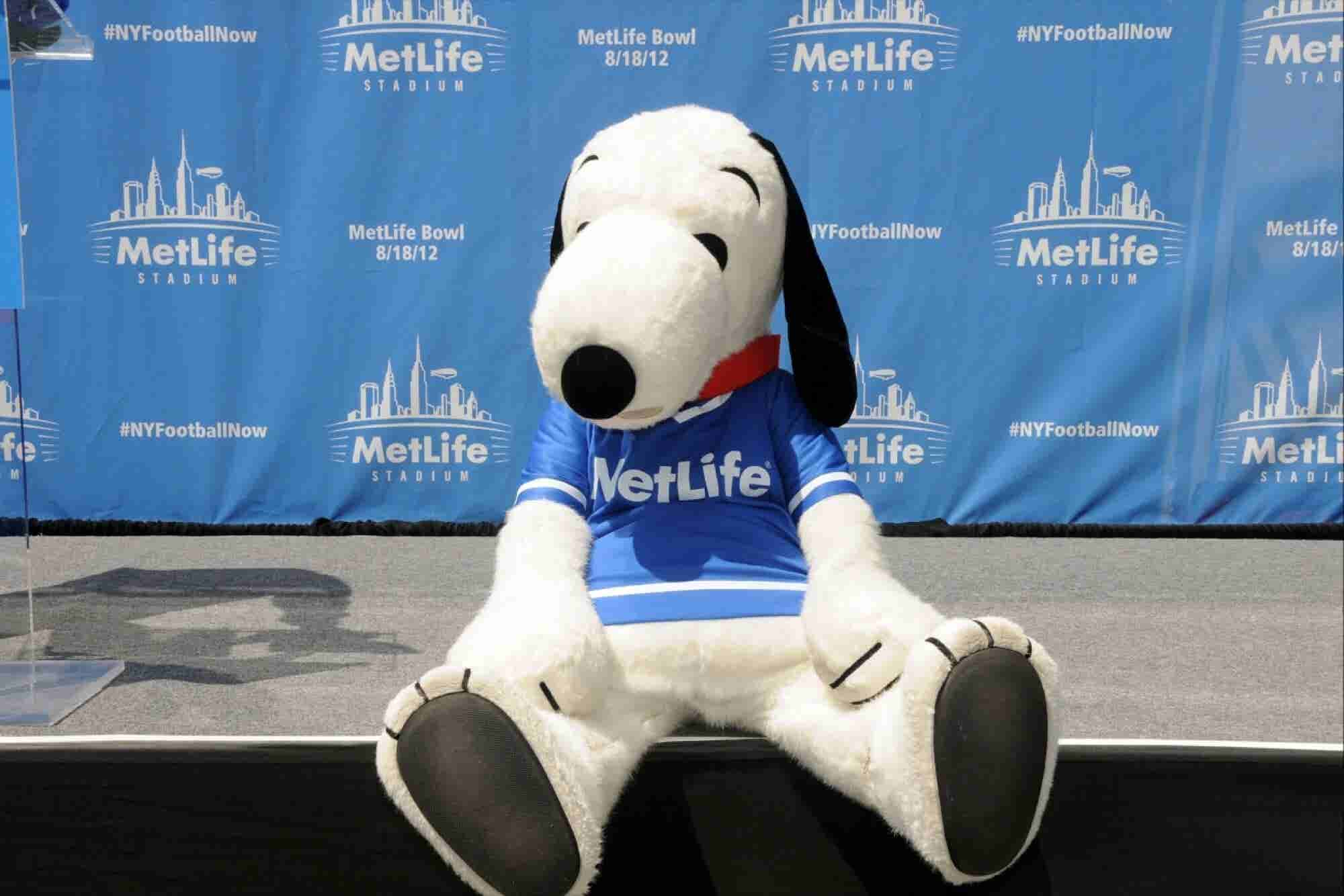 What a Bunch of Blockheads! Internet Outraged at MetLife Firing Snoopy.