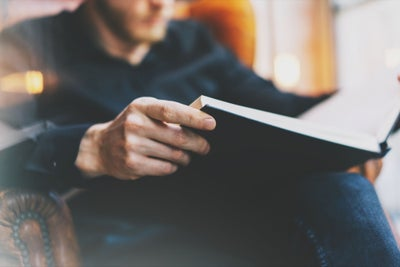 30 Successful Entrepreneurs Reveal the Books That Changed Their Lives