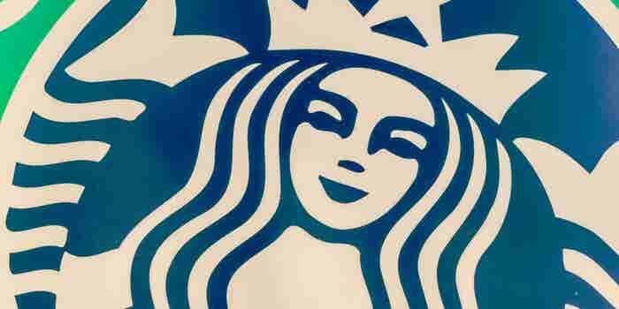 El vaso navideño de Starbucks que causa controversia