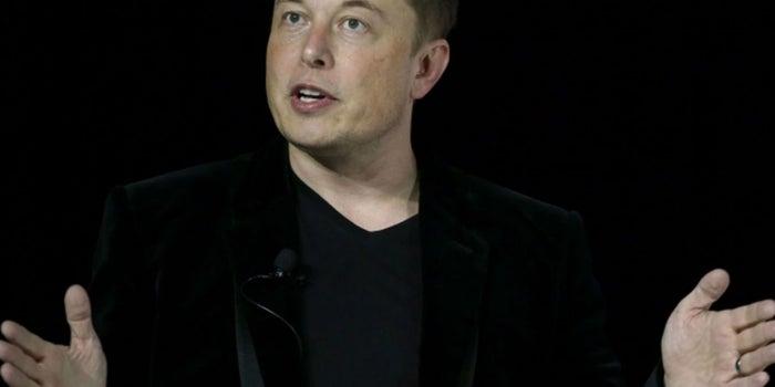 La inteligencia artificial podría destruir al internet: Elon Musk
