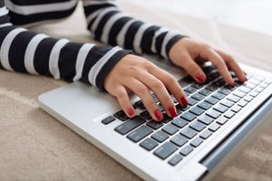 Use These Tips From 6 Successful Bloggers to Blog Your Way to Riches
