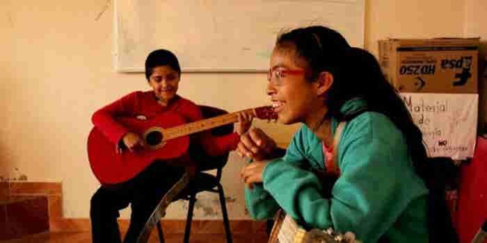 Con la música, ellos quieren sacar a los niños de las calles
