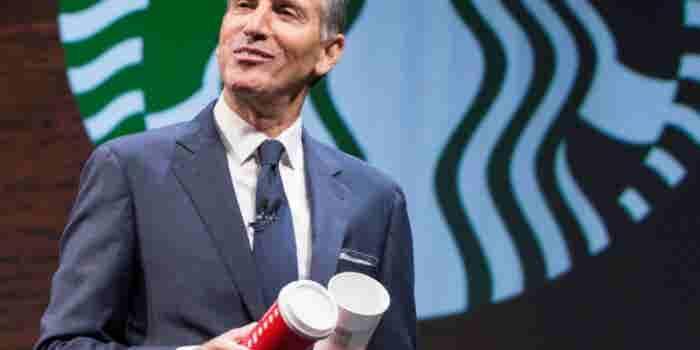 El fundador de Starbucks deja la dirección de la empresa