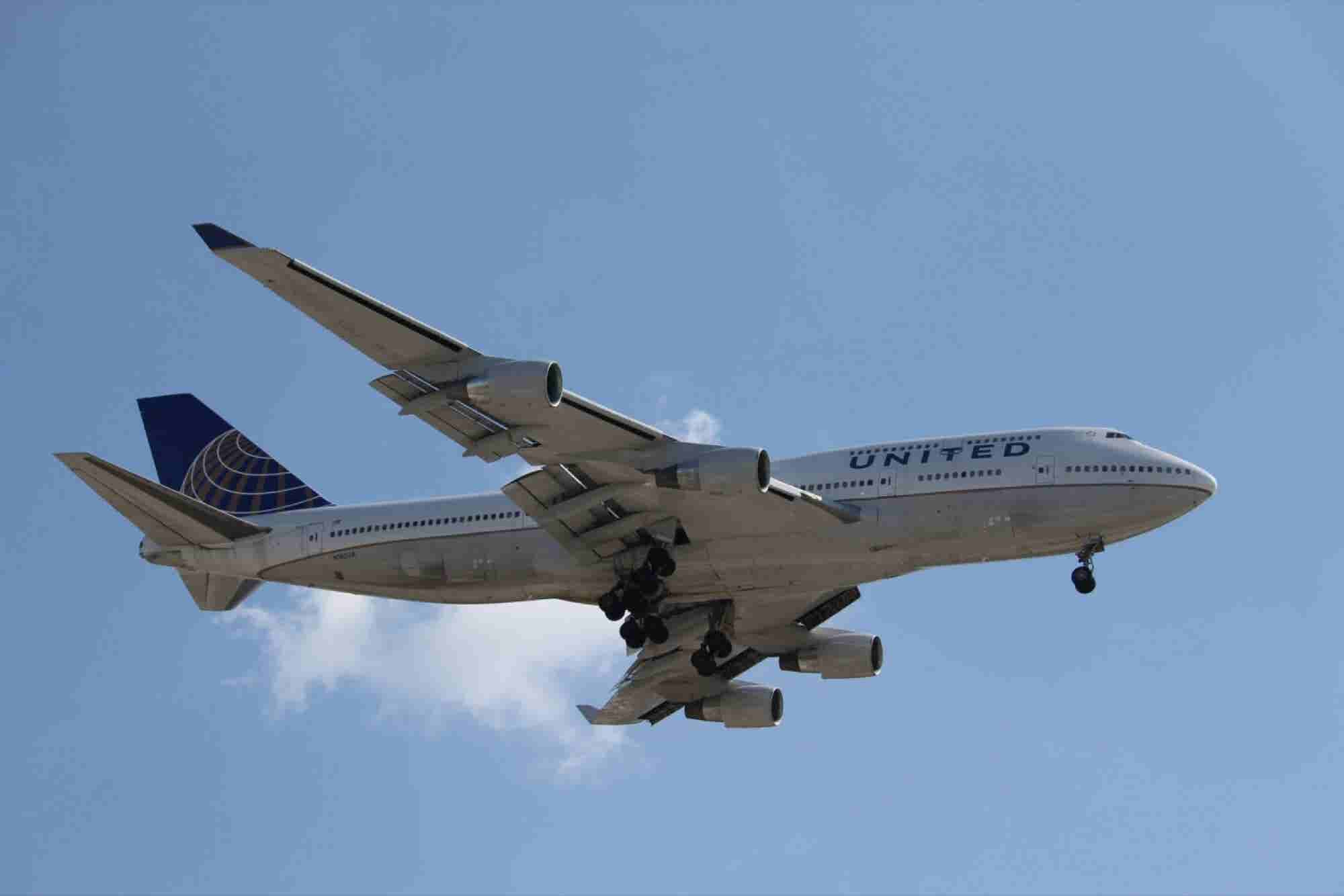 Should Airplane Overhead Bins Be a 'Right'?