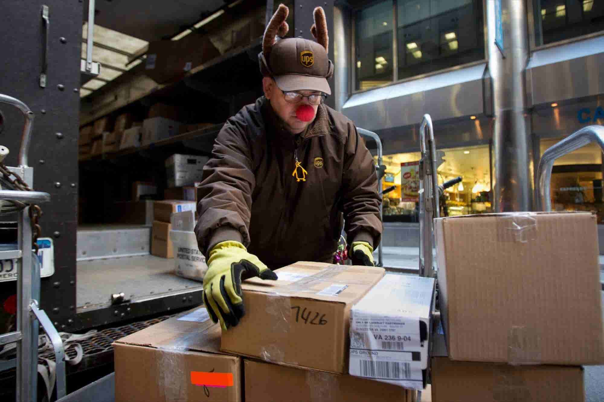 How Much to Tip Everyone in Your Life for the Holidays, From Your Landlord to the Mail Carrier