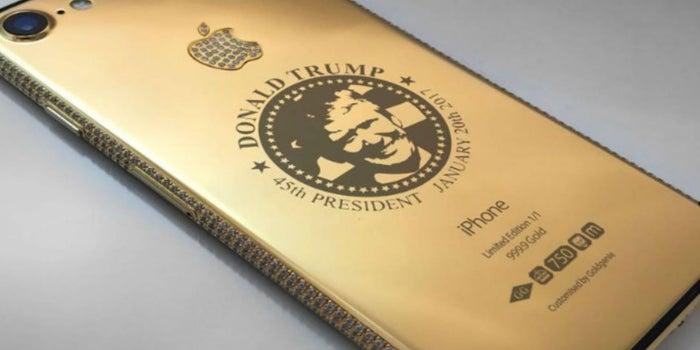 La tienda que hace negocio por vender un iPhone de oro con el rostro de Trump