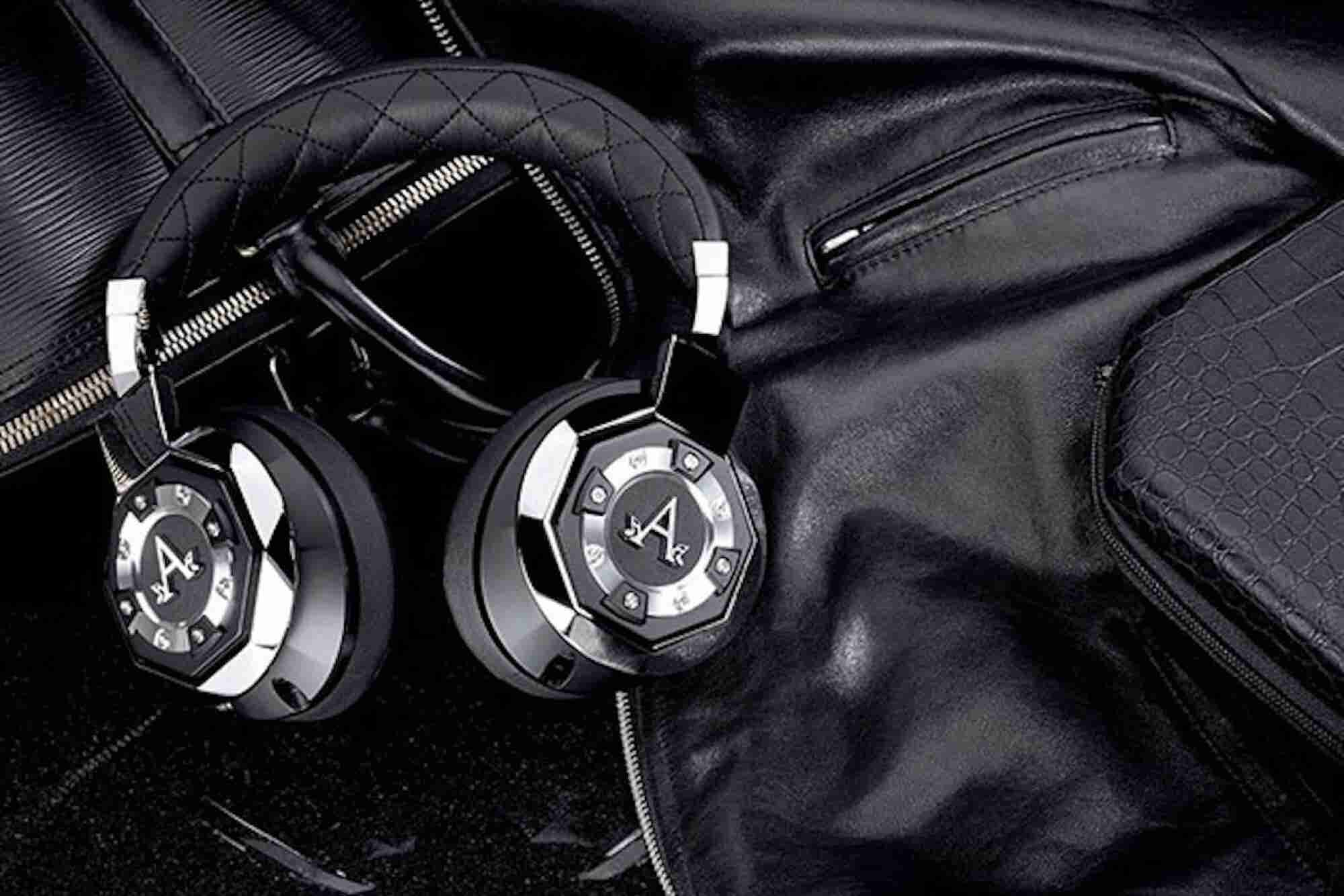 3 Reasons Why You Should Listen to Music at Work
