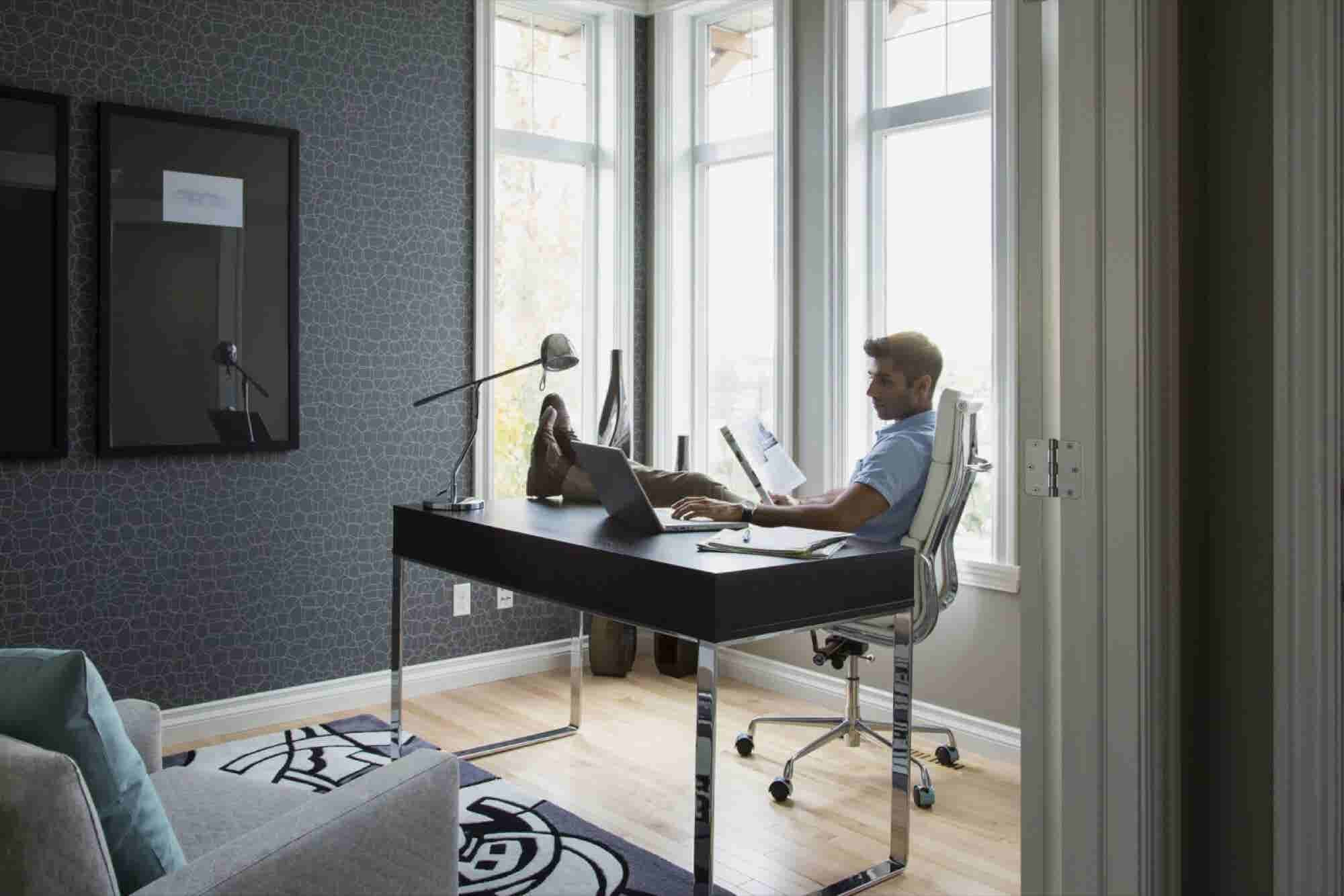 Creating an Organized and Productive Home Office That's Cozy Too