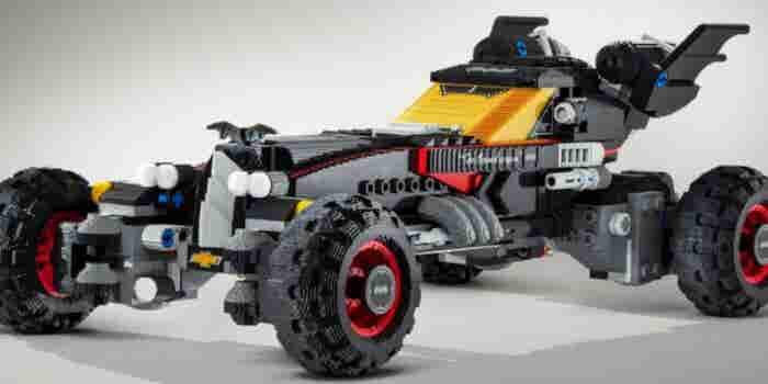¡Santos juguetes, Batman! Lego construye un Batimovil con Legos