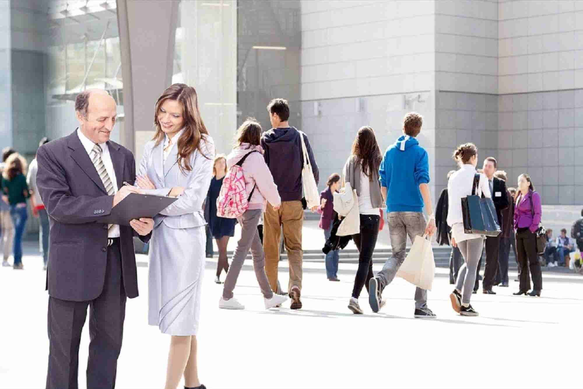 How to Meet New People: 8 Steps to do Right Now