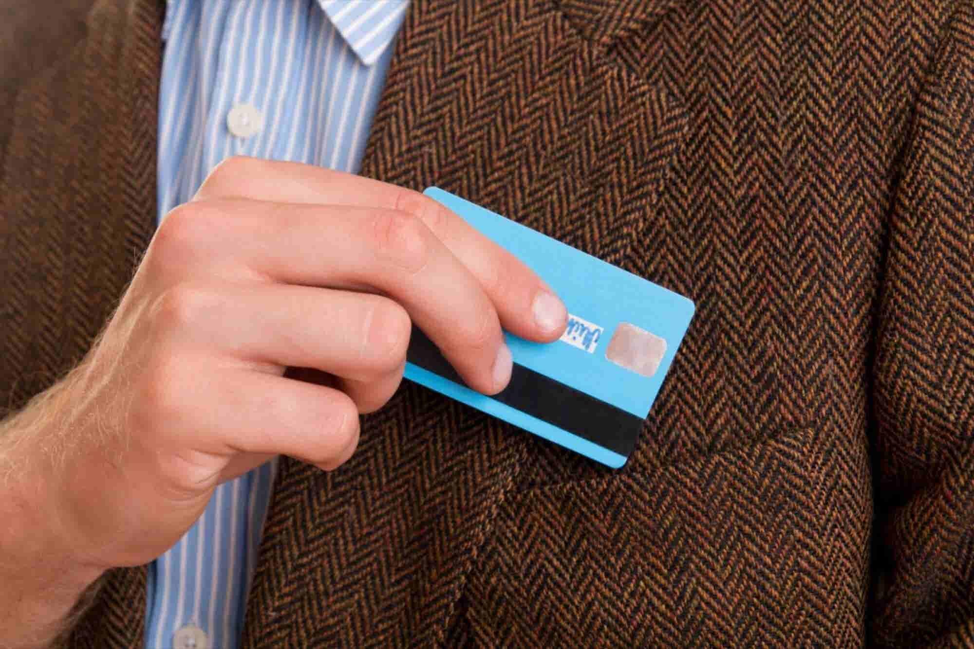 Plástico o efectivo, ¿qué pago corporativo te conviene?