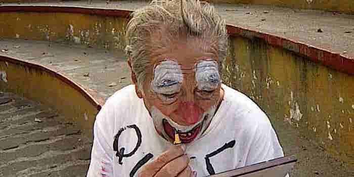 Este hombre quiere utilizar el cine para ayudar a un payaso de 82 años