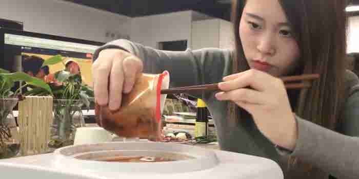 This Woman Cooks Delicious-Looking Meals Using Office Supplies