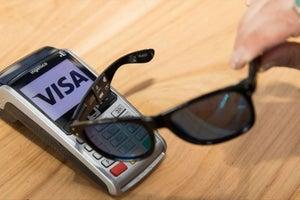 Visa está probando lentes de sol para pagar cosas