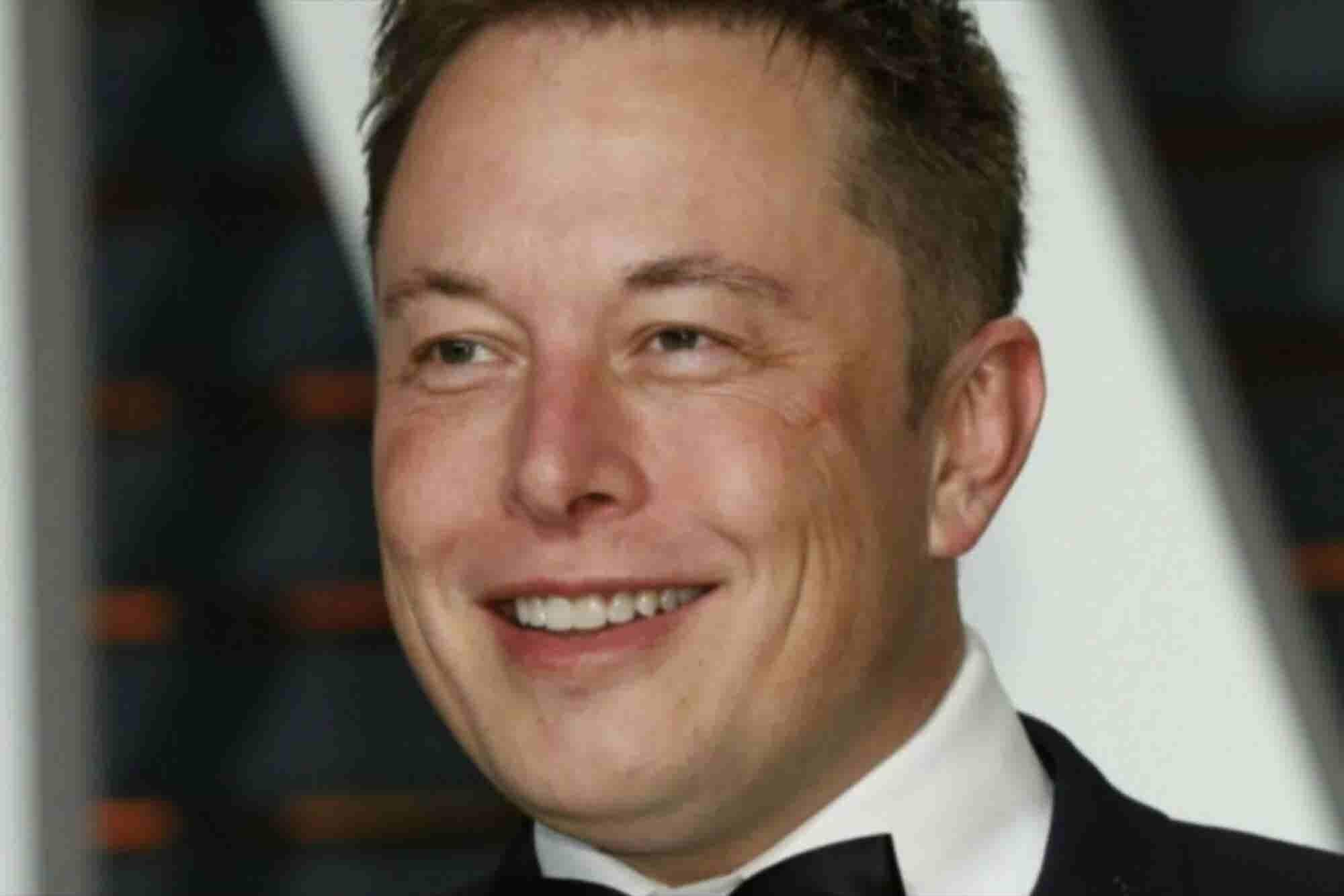 Elon Musk quiere conectar tu cerebro a una computadora