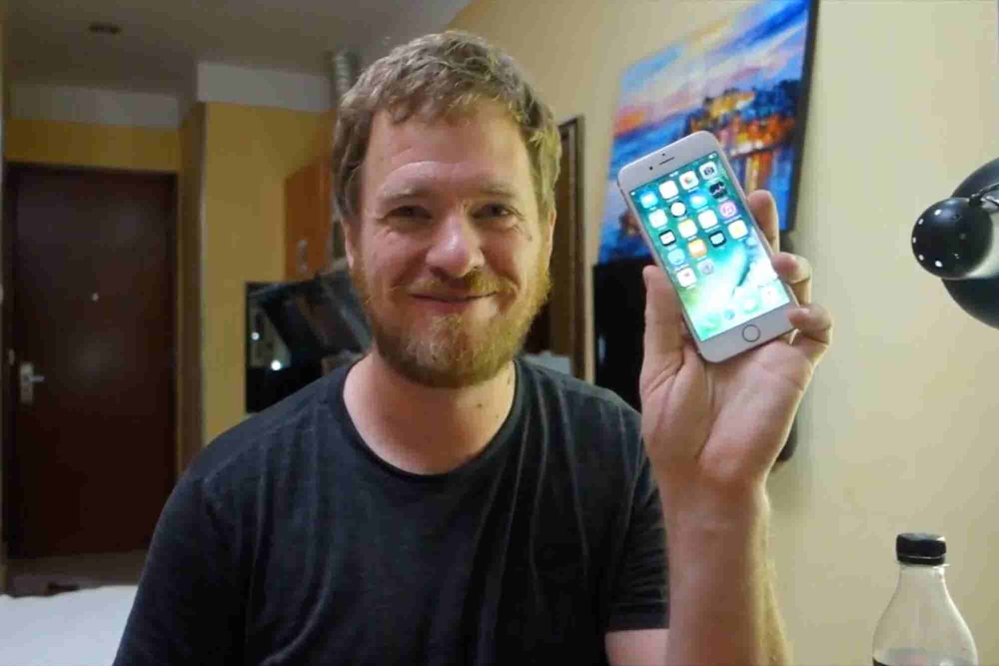 Geek Builds His Own iPhone Using Chinese Market Parts