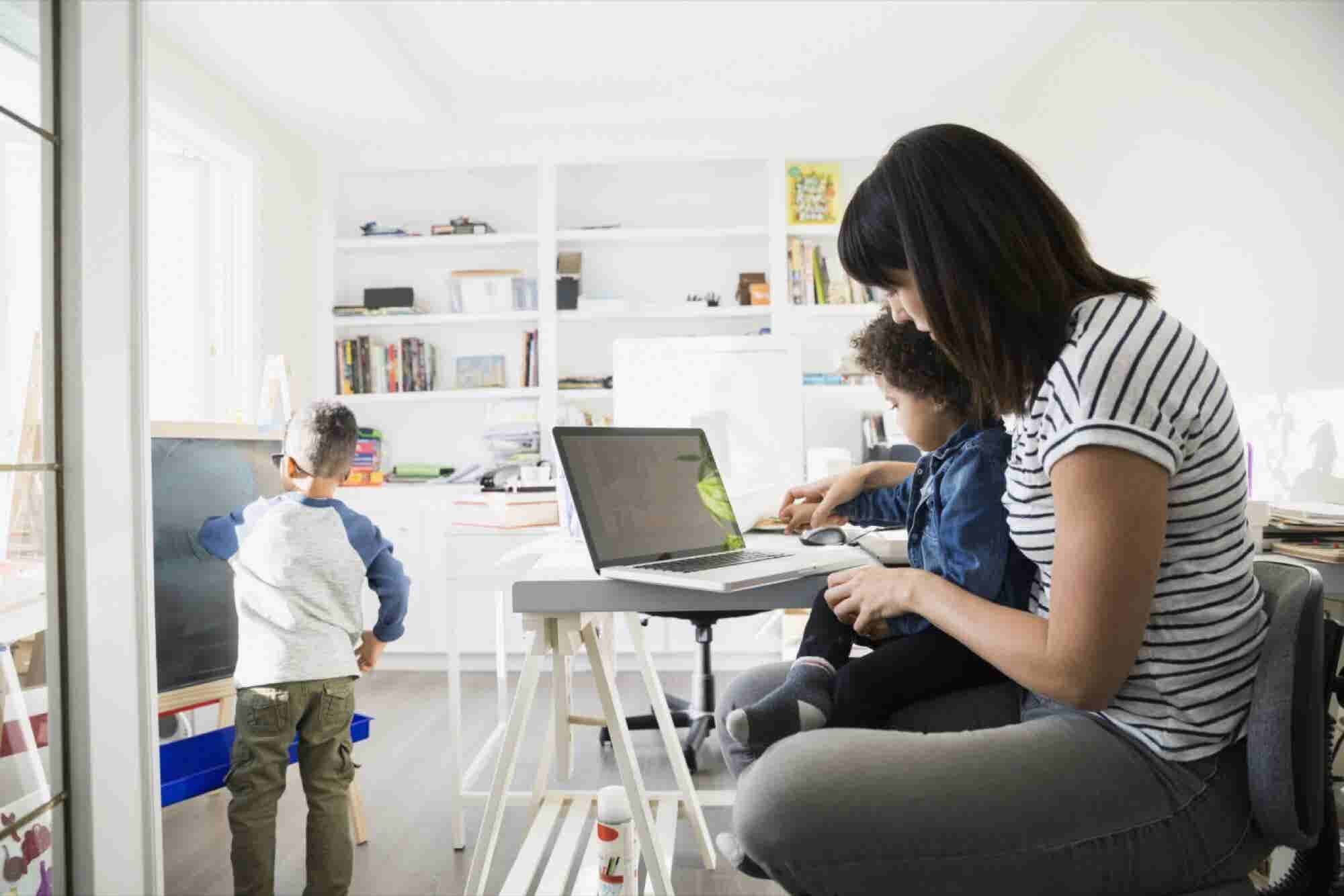 4 Struggles of the Mom Entrepreneur