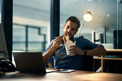 Ask the Etiquette Expert: How to Eat at Your Desk Without Offending Ot...