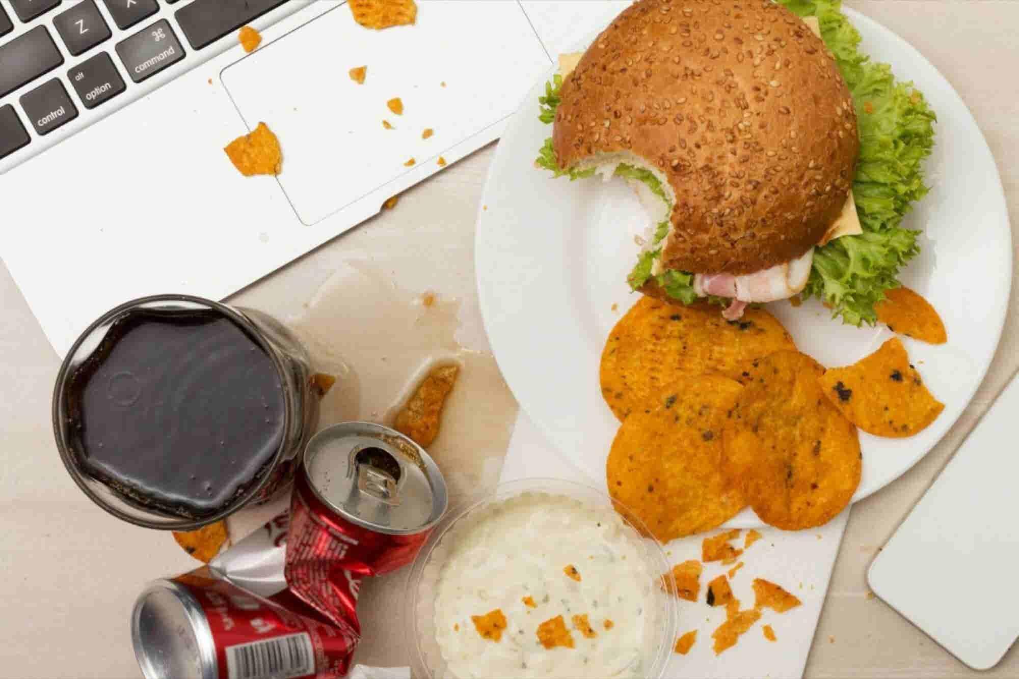 6 hábitos de oficina que arruinan tu salud