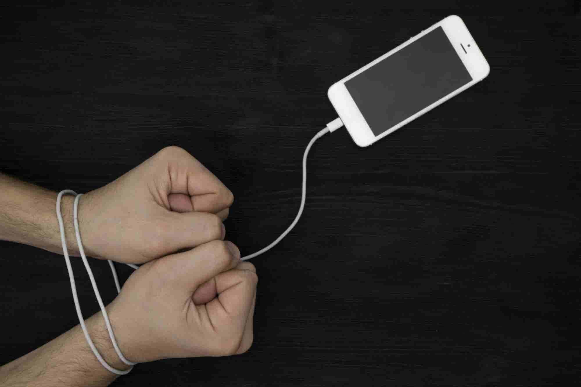 ¿Eres esclavo de tu celular? ¡Libérate!