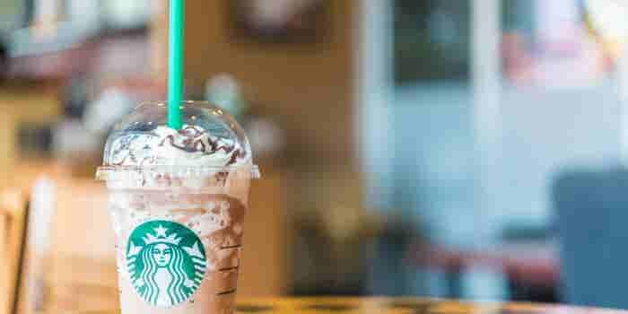 Encuentran bacterias en bebidas frías de Starbucks