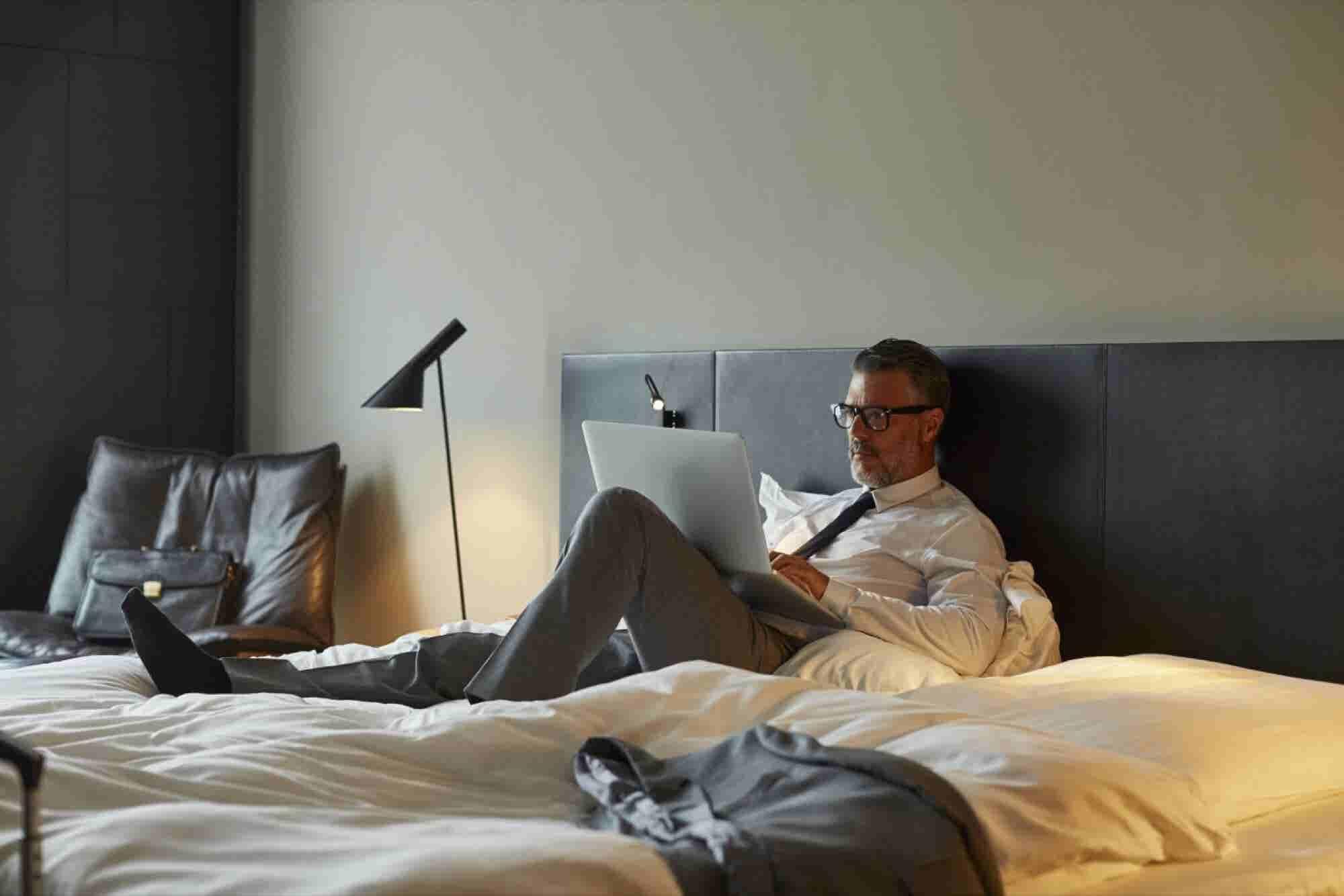 Digital Nomadic Entrepreneurship: 4 Ways to Work and Play Around the World