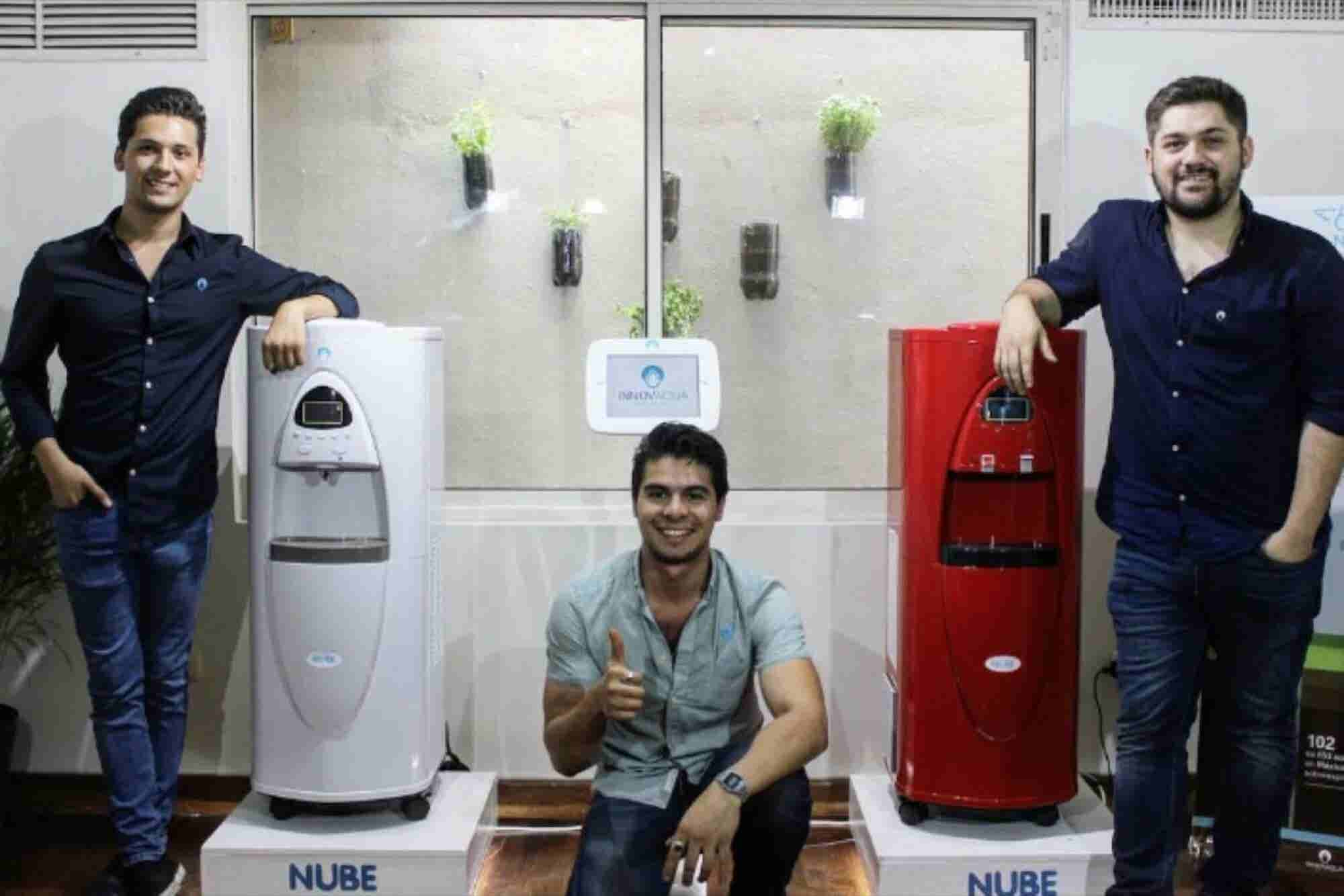 Los mexicanos que quitan la sed con agua hecha del aire