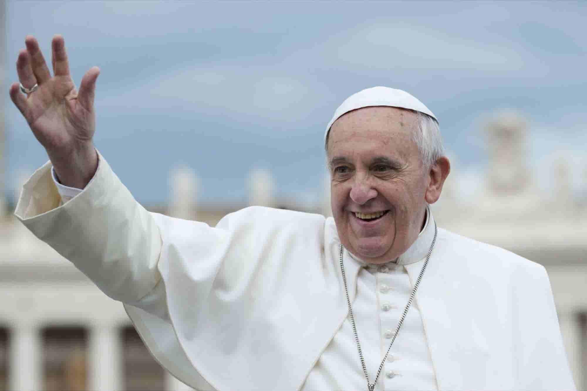 """La gran lección del letrero de """"No Quejarse"""" del Papa"""