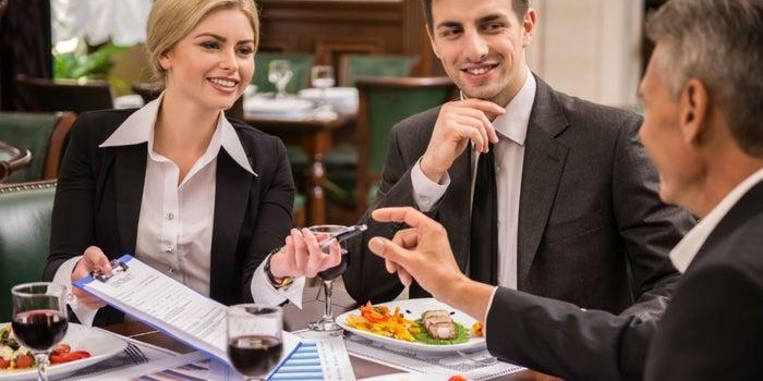 Infografía: Qué no hacer en comidas de negocios