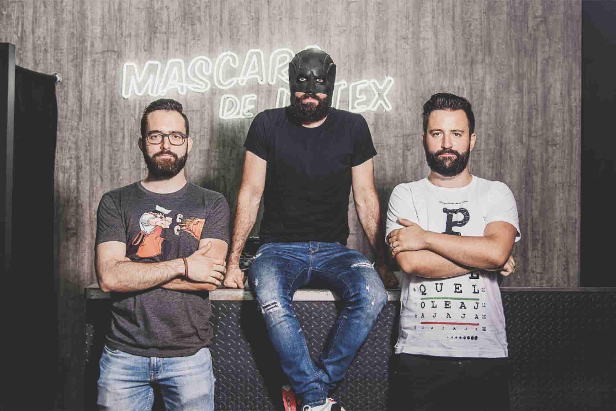 Máscara de Látex, los superhéroes de las playeras