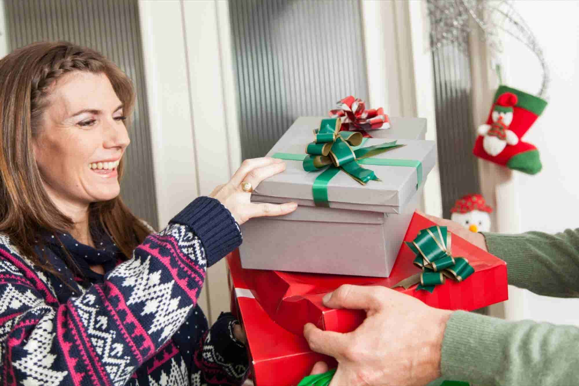 OMG! Less Than a Week Until Christmas! 4 Ways to Find the Perfect Gift...