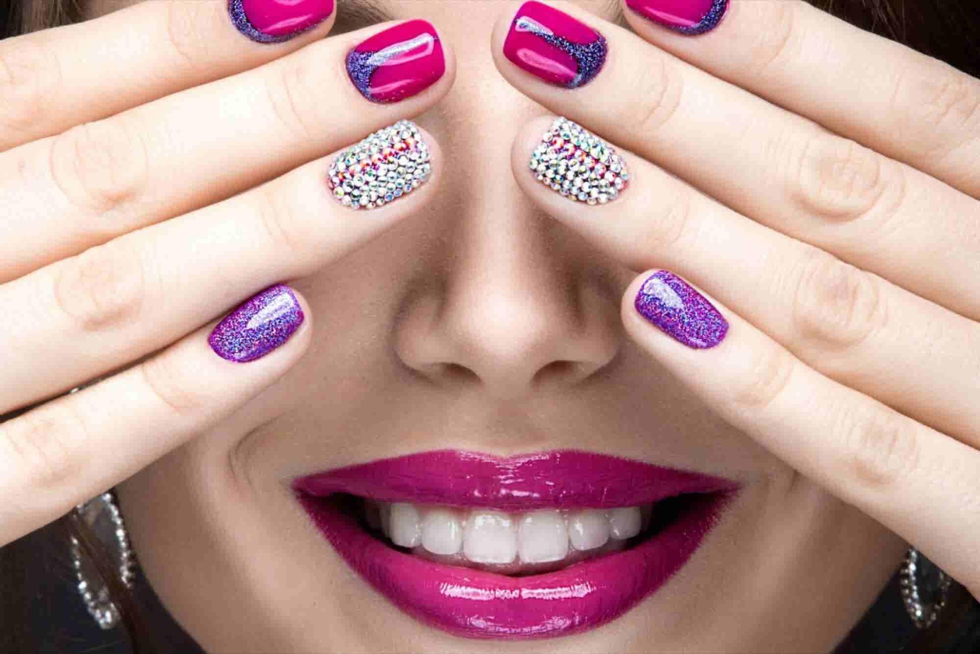 ¿Un negocio de belleza diferente? ¡Sí, con stickers para uñas!
