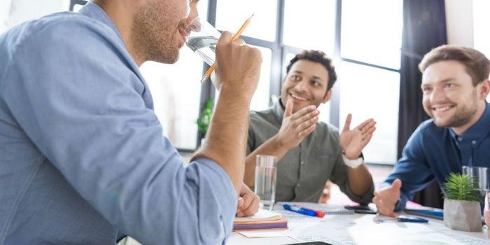 Por qué tener agua en la oficina aumenta la productividad de tu equipo