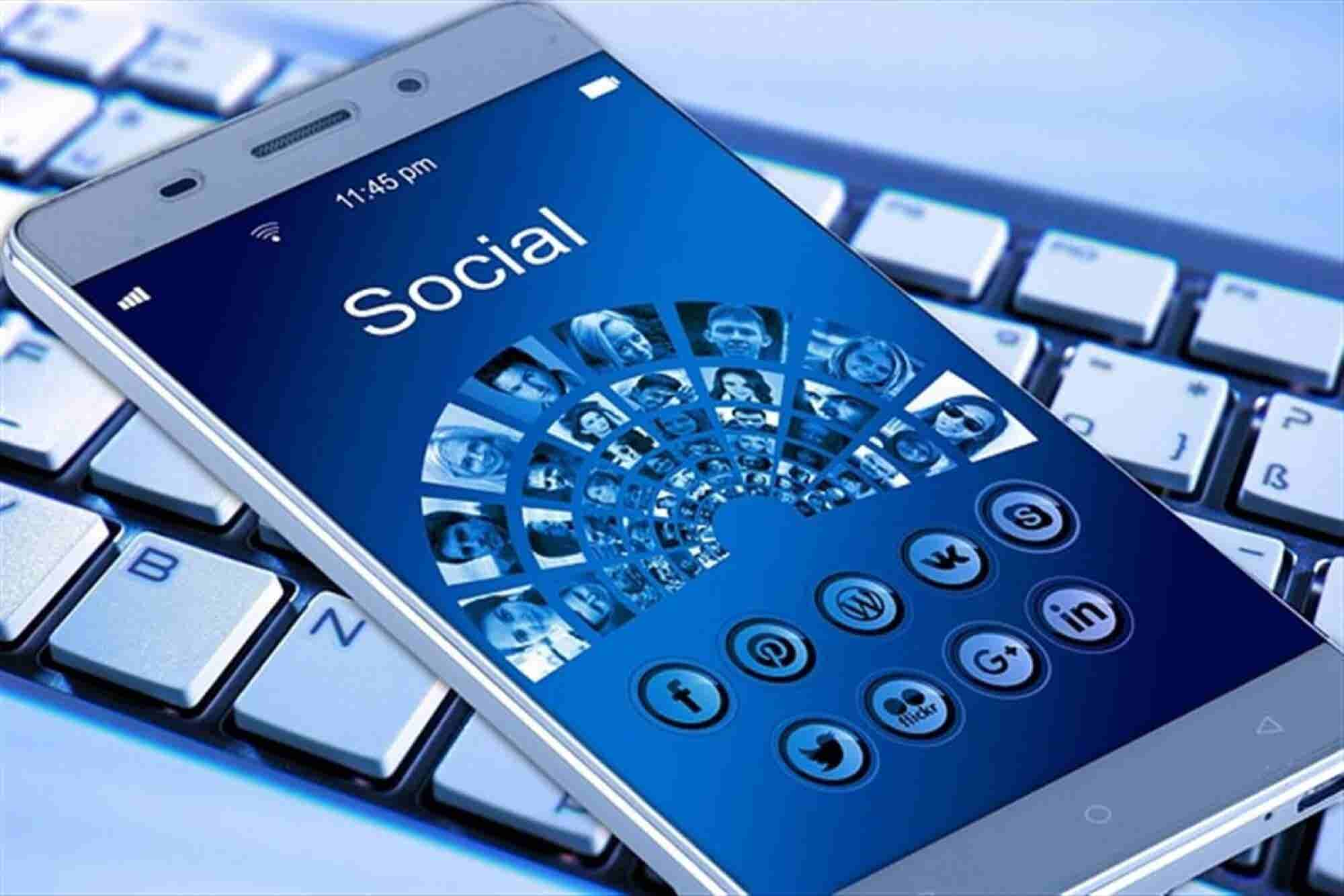 Smartphones Continue to Capture Greater Share of Social Market