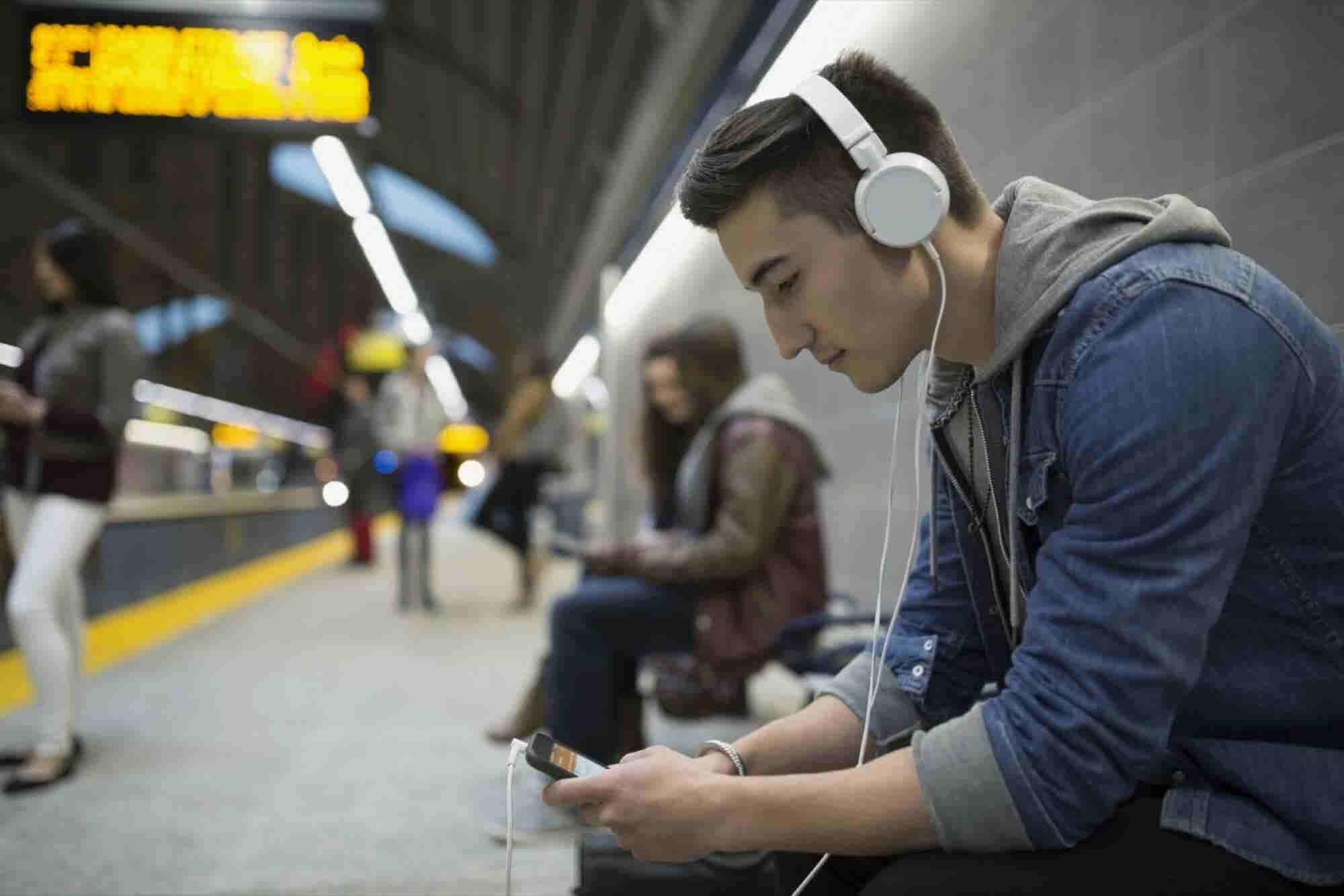 25 Top Podcasts That Will Spark Your Entrepreneurial Vision