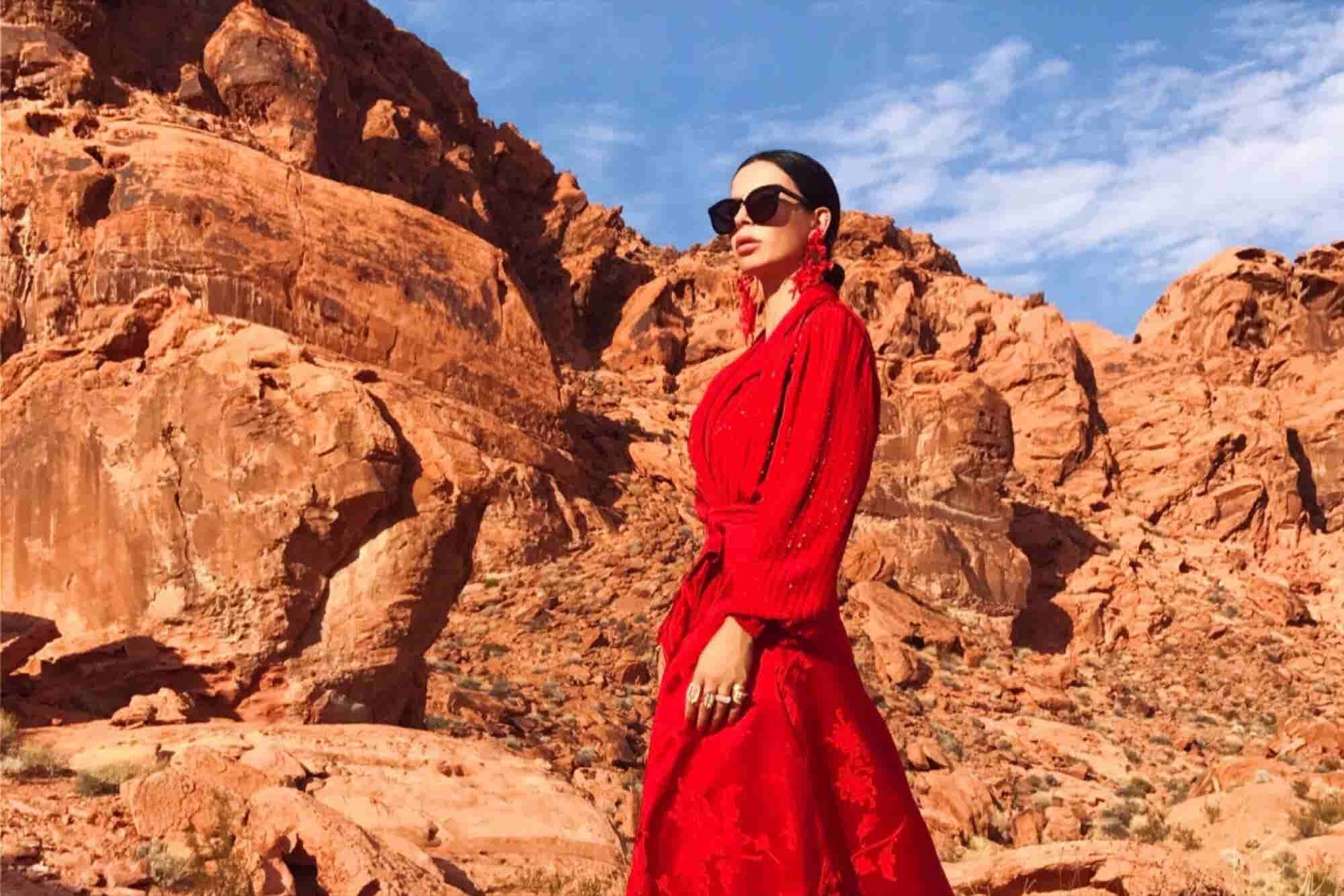 This Mysterious Entrepreneur Uses Instagram to Show Off Art and Her Travels and Now Has Half a Million Followers