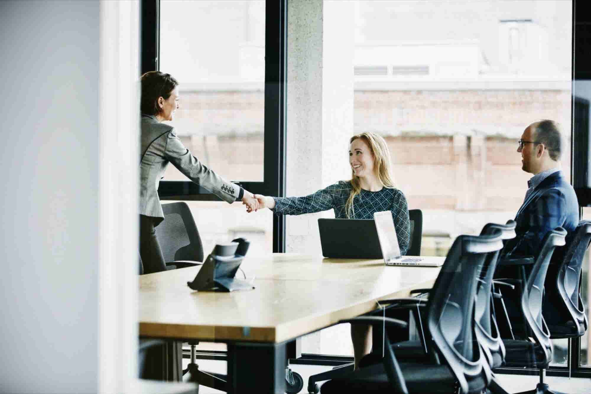 3 Simple Body Language Tips to Turbocharge Your Selling