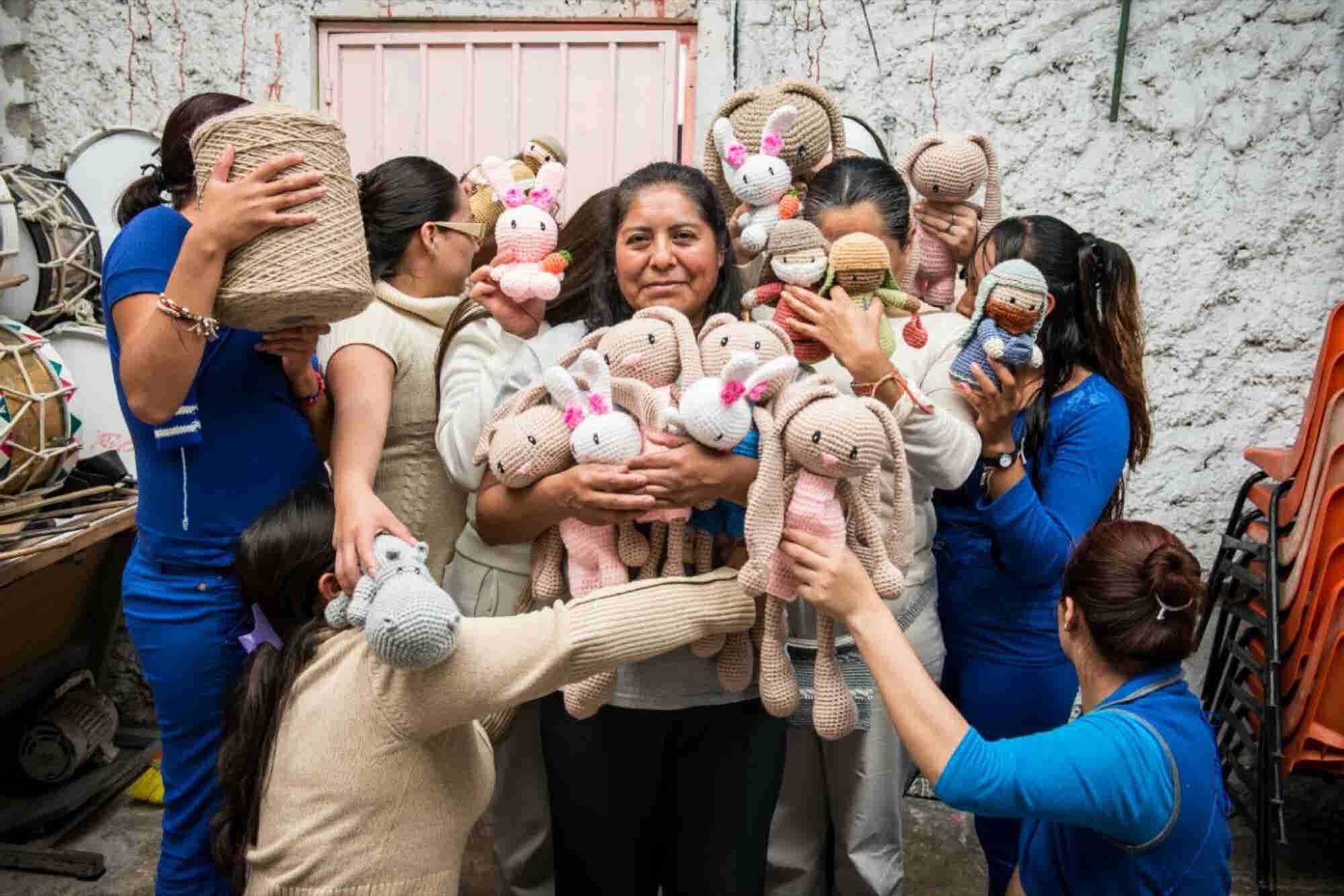 Reclusas y emprendedoras: conoce a las mujeres que tejen a Frida