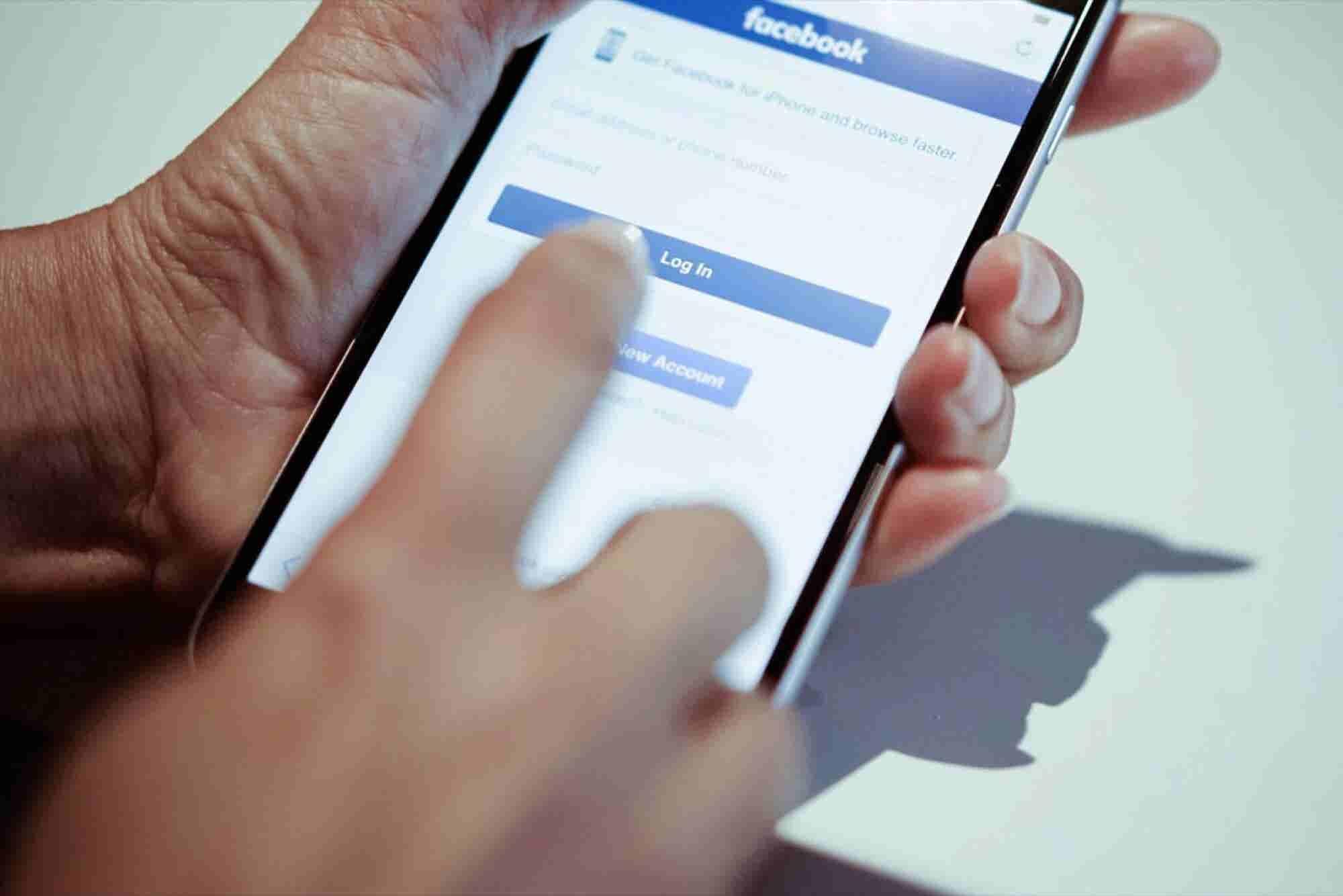 Creating Advertising Hooks That Work on Facebook