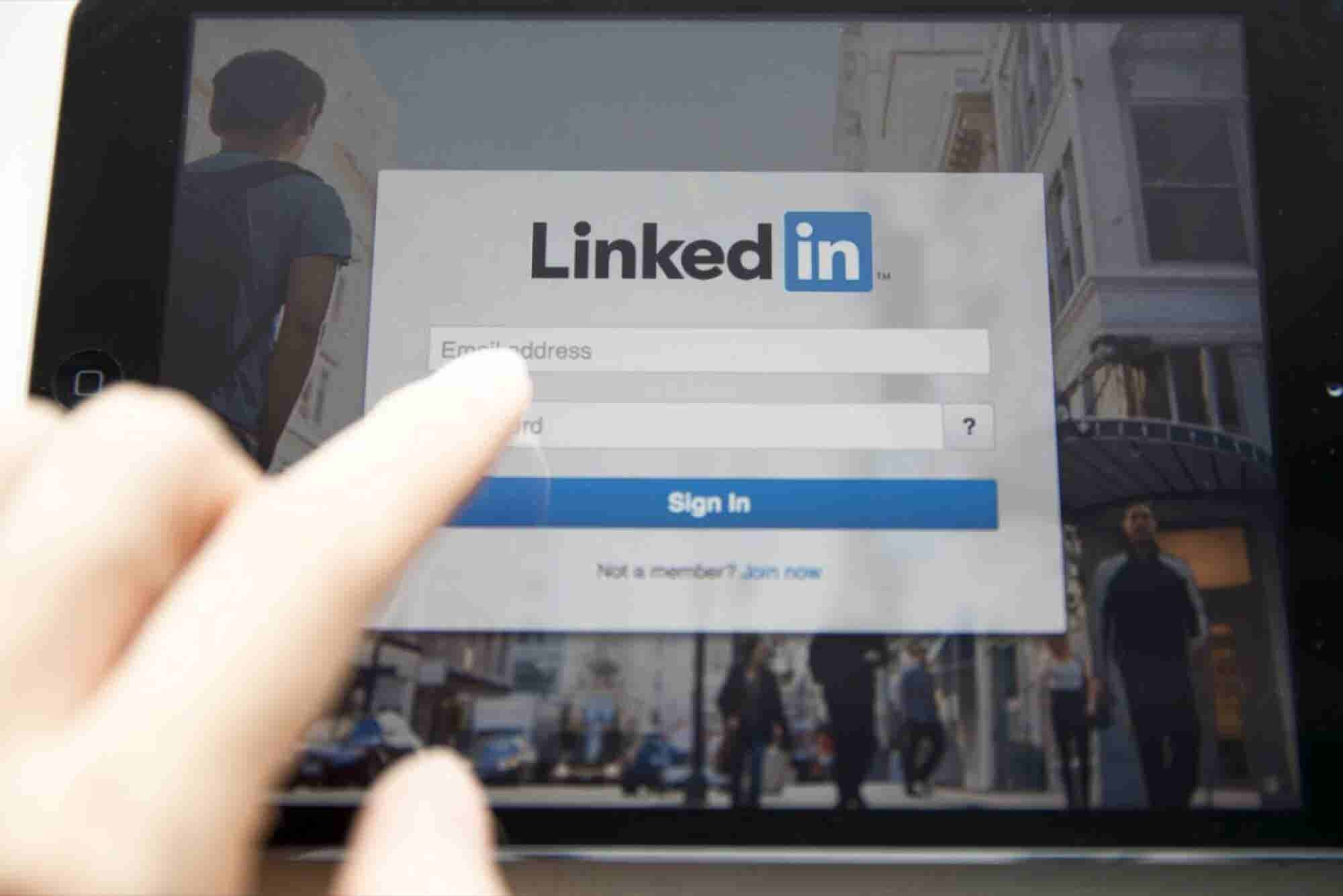 How to Become a LinkedIn Power User (Infographic)
