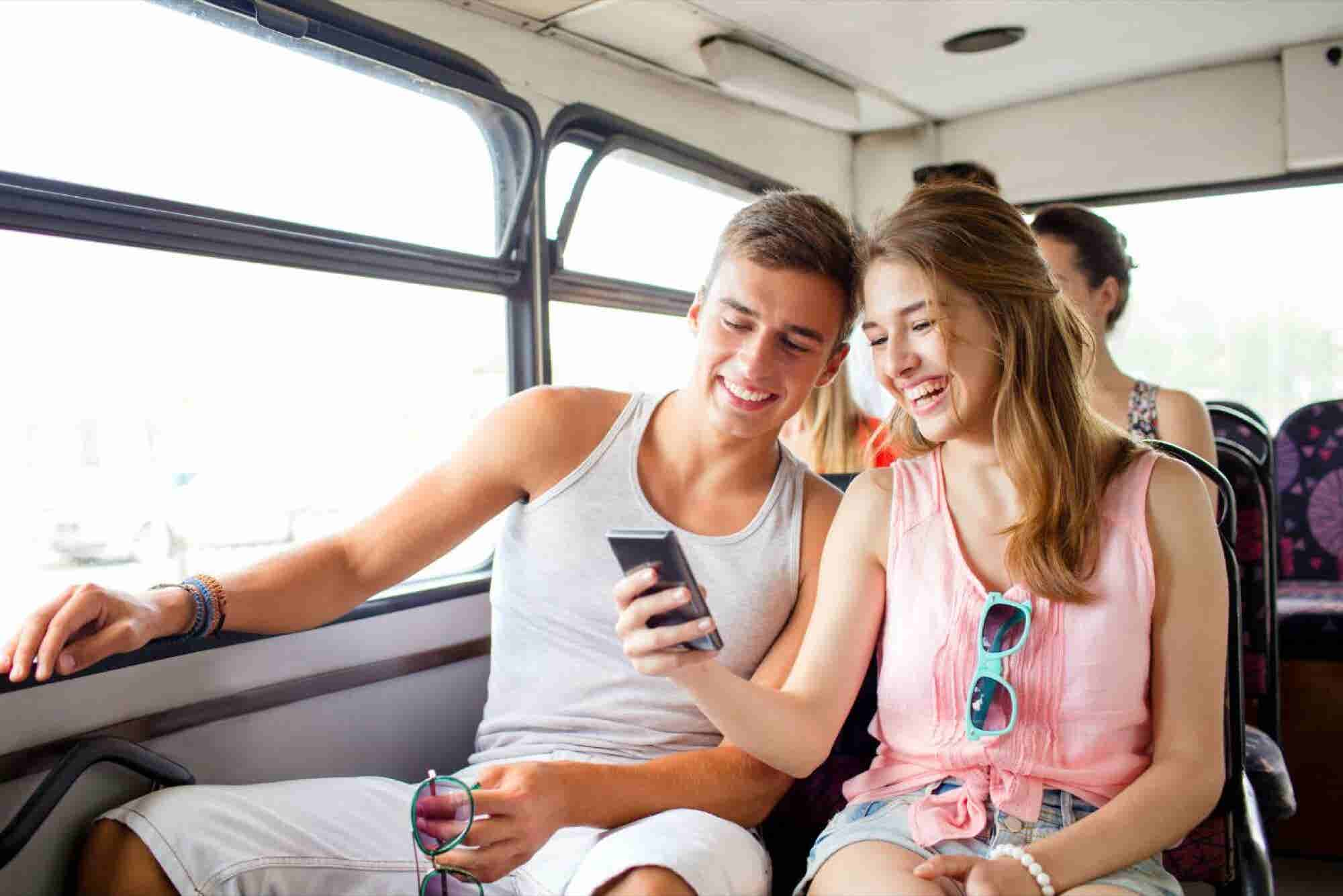 La startup que revoluciona la vieja industria de los viajes por los millennials
