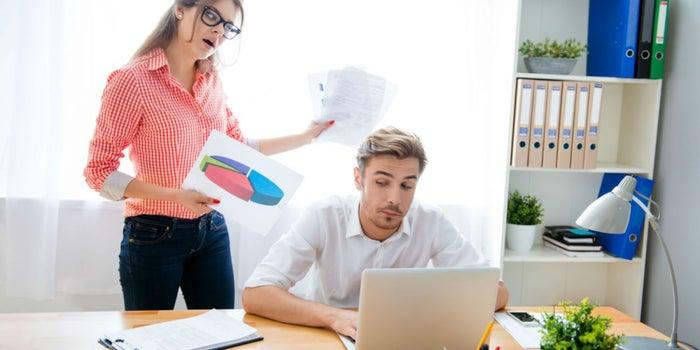 Por qué razones deberías considerar despedir a un empleado