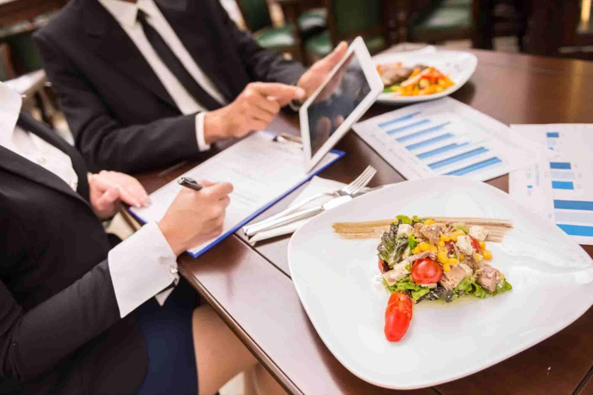 Growth Hacking F&B Franchising: Smart Mavericks Versus Traditional Partners