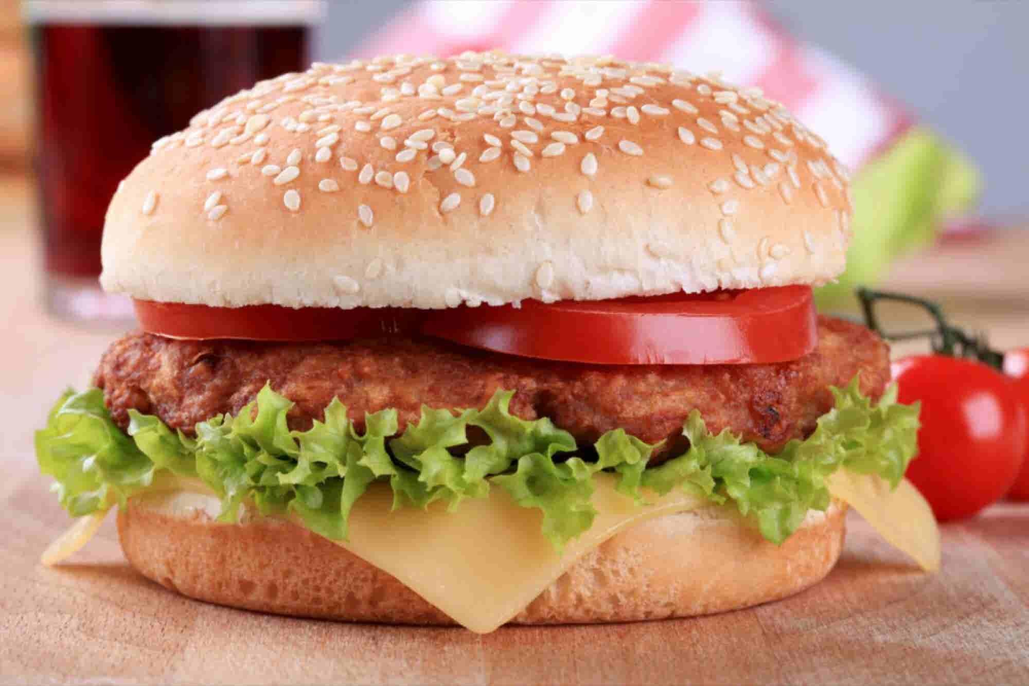 La 'migra' deja sin trabajadores a panadería que hace bollos a McDonald's
